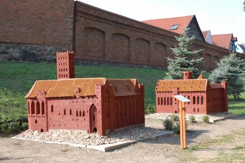Chełmno, Park Miniatur Zamków Krzyżackich znajdujący się w Parku Pamięci i Tolerancji  im. dra Rydygiera, fot. Elżbieta Pawelec